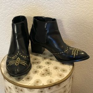 Western inspired black ankle rocker boots